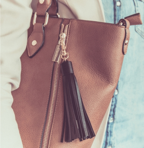 tassel-charger